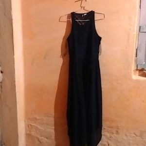 Women dress and the size is M,L and the colour is black .